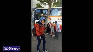 Bus Harapan jaya Menabrak pengguna jalan