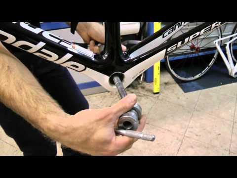 Montaggio bicicletta da corsa. movimento centrale BB30. bikeinumbria.MP4