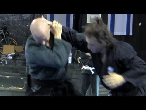 Tani otoshi against collar tie, intermediate - Ninjutsu technique for Akban wiki Image 1