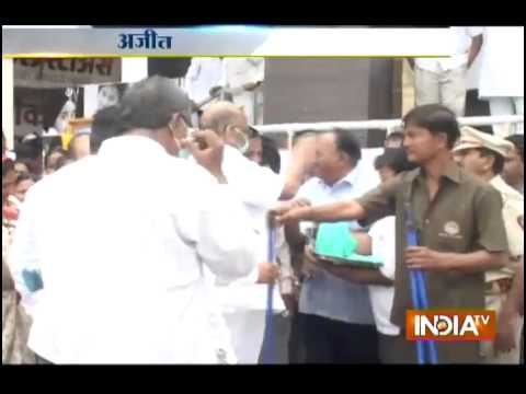 Sharad Pawar joins Clean India Drive