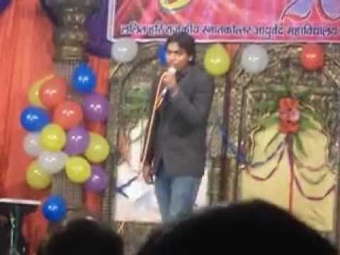 mimicry of about 25 bollywood actors in medical college pilibhit...