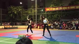 2 em nữ sinh đại học công nghiệp quẩy nát sân tennis