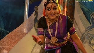 Shobana Dance Performance At Amma 60th Birthday Celebration Amrithavarsham 60 (Mata Amritanandamayi Birthday Celebration 2013) Amrithavarsham 60 (Shobana and...