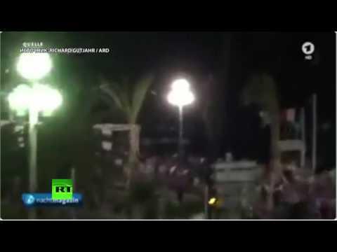 Момент атаки террориста на набережной в Ницце