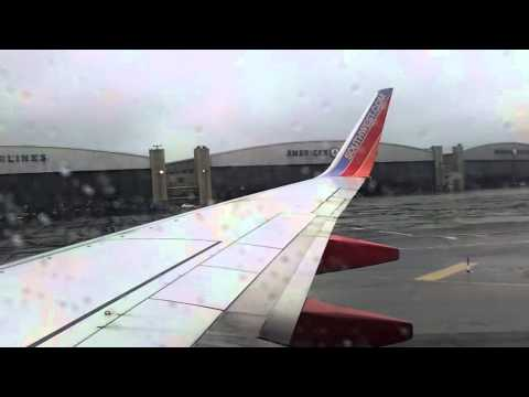 Southwest Airlines 737-700 Landing at La Guardia