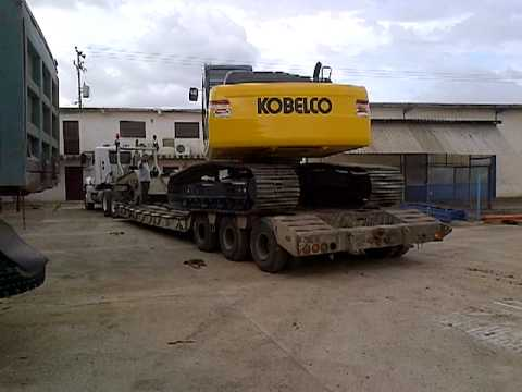 carga en Lowboys de 2 excavadoras KOBELCO SK210LC (1/3)