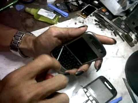 membuka cassing blackberry armstrong 9320 apri cell