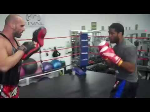 Muay Thai-Boxing Focus Mitt Training-creating the bridge to sparring Image 1