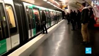 أنصار لتشلسي يعتدون على رجل أسود في مترو باريس