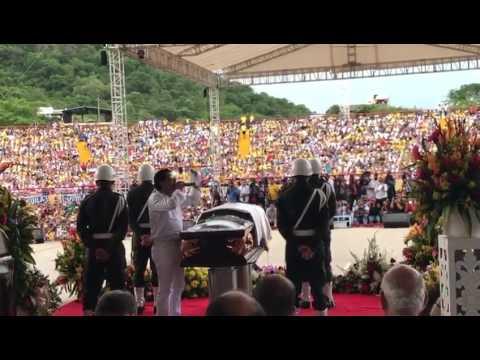 Rafael Santos le canta a su hermano Martín Elías