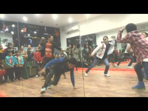 RAM LEELA tattad-tattad dance  choreoghraphed by DANSATION DANCE...