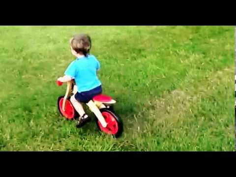 Video Lucu Anak kecil Naik Sepeda Tabrak Pohon