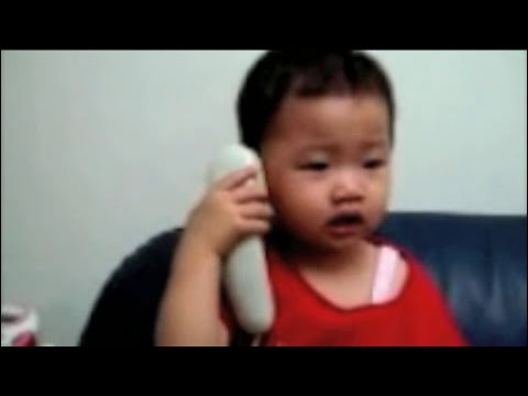 Niños hablando por telefono...muy bueno