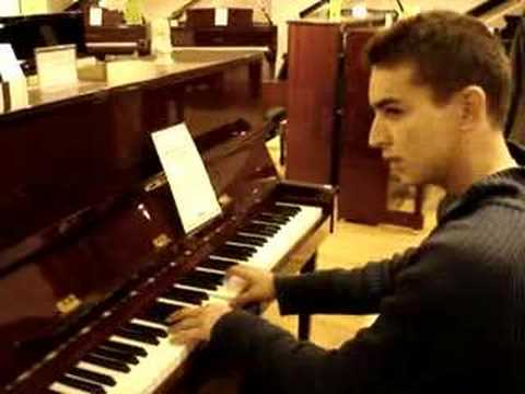 Gerar tocando el piano en harrods