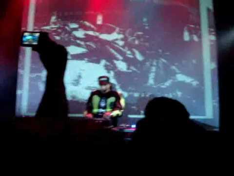 Chimo Bayo @ La Noche de Barranco - Lightning Man (Nitzer Ebb)
