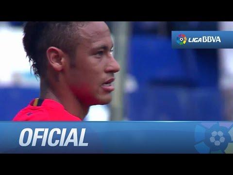 Gran pase de Suárez con el exterior para Neymar, que remata y despeja bien Casilla