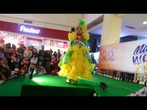 Fashion show muslim juara 1 di plaza MOG Malang modelling QueenYuki
