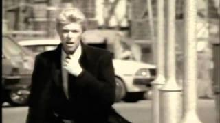 Watch David Bowie Waterloo Sunset video