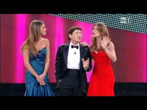 Belen e Elisabetta Canalis sul palco dell' Ariston, prima serata di Sanremo 2011