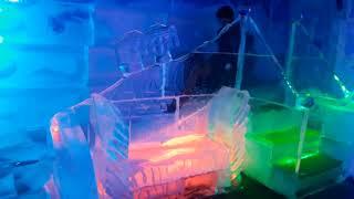 Bar totalmente feito de gelo é sucesso em Campos do Jordão