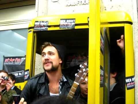 Royal Republic - Tommy Gun /Berlin Star FM Gig 27.09.2010