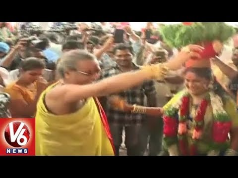 Teenmaar Dance At Secunderabad Mahankali Bonalu Festival Celebrations | V6 News