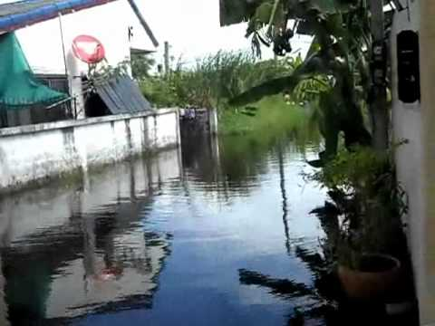 Flooding in Donmuang BKK (Thailand).wmv