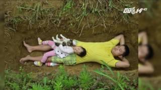 (VTC14)_Cha ngày ngày đưa con gái ra mộ đào sẵn để quen dần