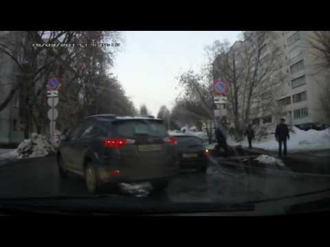 Видеорегистратор. Гранта сбила пешехода, К. Маркса. Место происшествия 04.04.2017