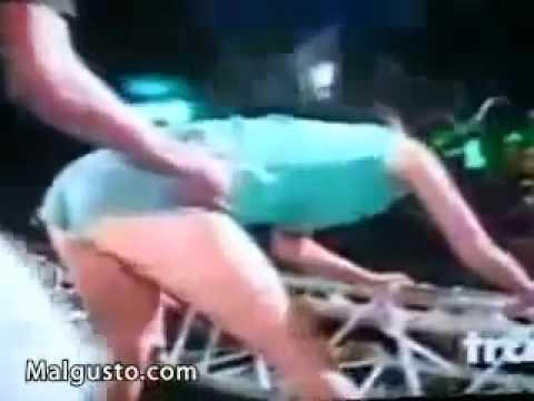 تحلق راقصة