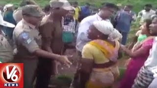 Farmers Attack On Forest Officers Against Haritha Haram, Removes Saplings | Mahabubabad