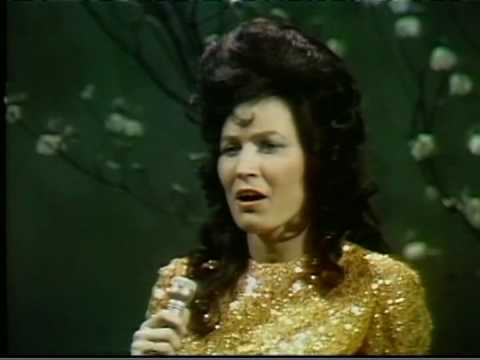 Loretta Lynn - Wanted Woman