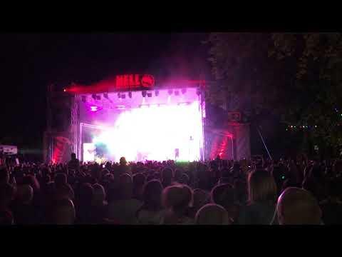 """""""Mindenki táncol"""" - Majka-koncert a miskolci sörfesztiválon - boon.hu"""