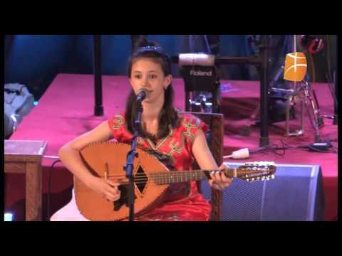Sadia Hamidi rend hommage à Lounes Matoub thumbnail