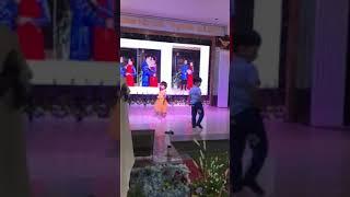 Bé múa điệu
