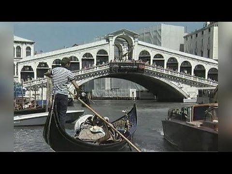 German tourist dies in Venice gondola accident