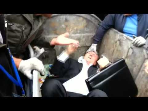 Ukraine : un député  jeté aux ordures par la foule