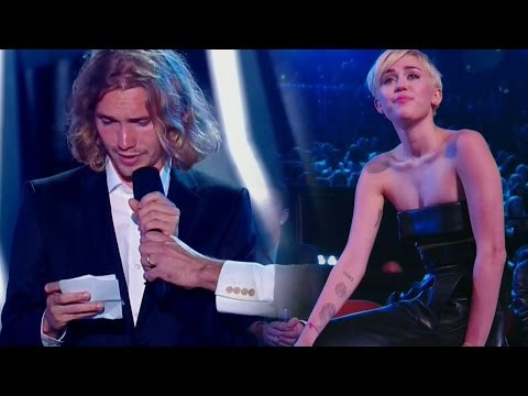 Miley Cyrus Cries as Homeless Youth Accepts Her Video of the Year Award - VMAs 2014