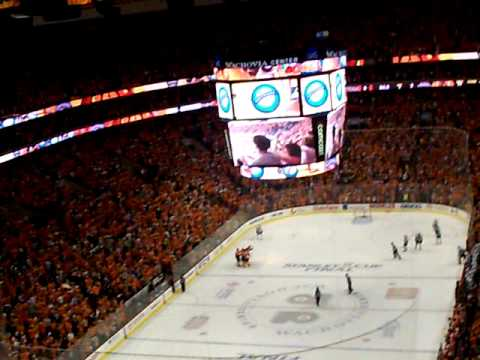 2010 Stanley Cup Finals Flyers Blackhawks Game 4 Jeff Carter scores! - Section 220