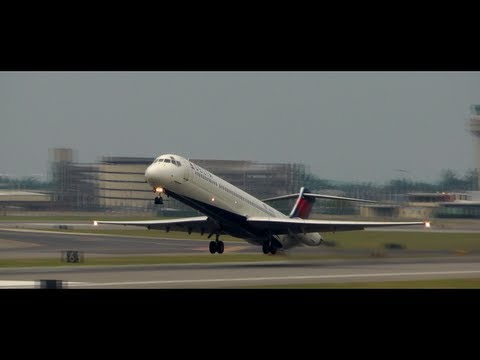 Incredible Delta MD-80 Takeoff!!