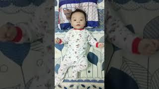 Em bé 3 tháng tuổi biết nhảy theo nhạc