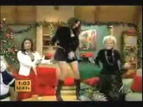 Dorismar enseñando Tanga y Piernas con Minifalda y Escote Video