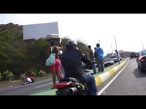 Accidente con dos Parejas de MOTORIZADOS Autopista Caracas-La Guaira 20-04-2013 00031