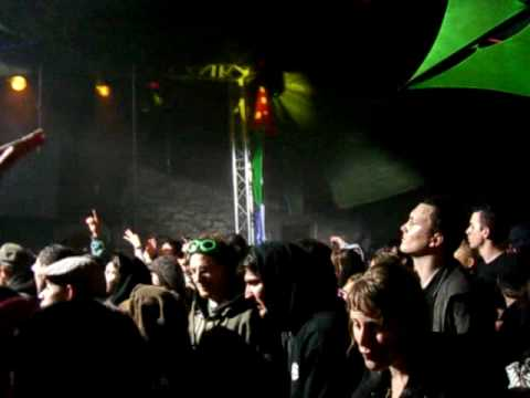 1 MAI 2010: lost in bass hill - LA BASTILLE - Grenoble (video 3/5)
