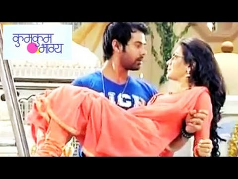 Kumkum Bhagya 21st July 2014 Full Episode | Abhi & Pragya Fall In Love video