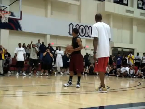 Kobe: You Aint Dunkin On Me at My Camp - KOBE vs Kid, 1 ON 1 ( KOBE CAMP '09 )