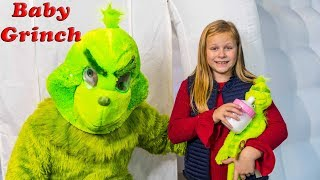 Assistant Finds Baby Grinch with PJ Masks and Vampirina Toys with Santa Claus