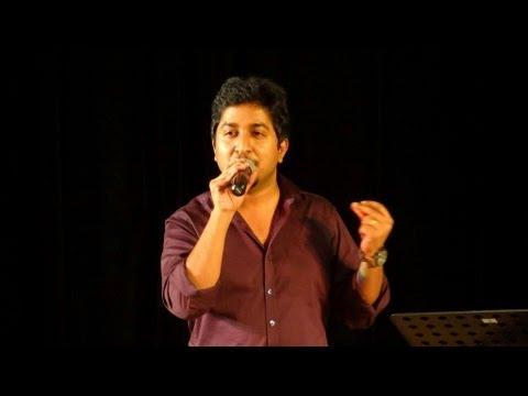 Vineeth Sreenivasan Singing Ente Kalbile Song..