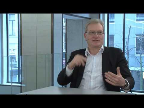 Pol Van Den Driessche vertelt een mopje over Jean-Luc Dehaene en een kabouter