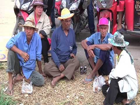 Thai rice farmers to escalate their road blocks and street protests